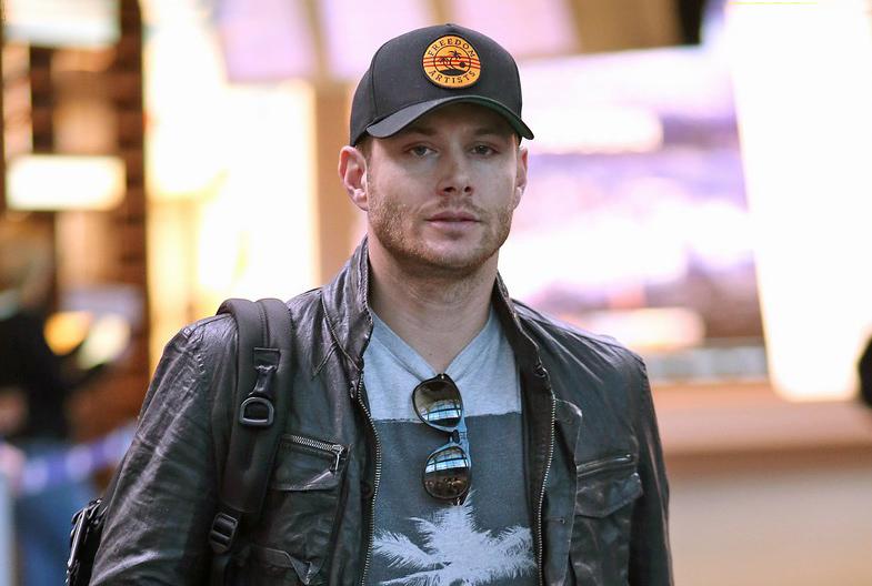 Supernatural's Jensen Ackles arriving at YVR 11/06/2014