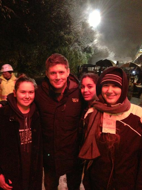 Supernatural - Jensen and Jared on set filming & with fans (Jan. 14th, 2013)